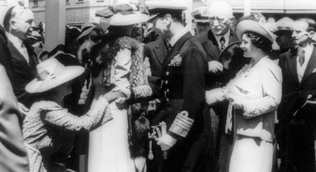 The 1939 Royal Visit to Canada by King George VI and Queen Elizabeth included the unveiling of the National War Memorial in Ottawa. The King and Queen are shaking hands, centre. Prime Minister Mackenzie King, far left; Gov. Gen. Lord Tweesmuir is far right.